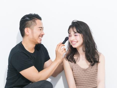 人気ヘア&メイクアップアーティストの小田切ヒロ氏が担当