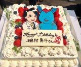 総武警察署のキャラクター、そーぶさんと磯村演じる康知のイラストが飾られた誕生日ケーキ(テレビ朝日『時効警察はじめました』公式ツイッターより)