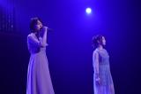 「また あなたのことを考えてた」を披露する(左から)小田えりな、峯岸みなみ=『AKB48全国ツアー2019〜楽しいばかりがAKB!〜』東京/チームK公演より(C)AKS