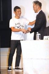 資本業務提携に関する記者会見に出席した(左から)前澤友作氏、澤田宏太郎氏 (C)ORICON NewS inc.