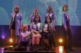 (前列左から)ジユ、ガヒョン、シヨン (後列左から)ハンドン、スア、ユヒョン、ダミ Photo by 草刈雅之