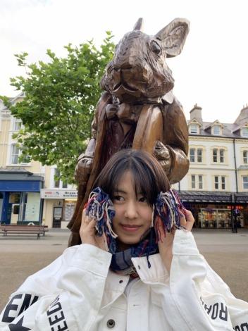 夏休み期間に英国王室した女優・竹内愛紗