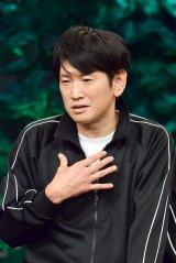 コントのカバーに挑戦した長谷川朝晴=9月15日放送、BSプレミアム『カバる!〜あのコントを俳優がカバーしたら〜』出演者(C)NHK