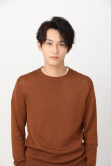 10月12日スタートの土曜ドラマ『俺の話は長い』に出演する杉野遥亮 (C)日本テレビ