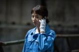 第4回では青色の作業着姿を披露(C)NHK