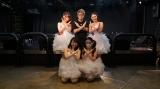 『明日抱けるアイドル 道玄坂69 爆誕デビューライブ』取材会に登場した(上段左から)いちご 、田村淳、LIZ(下段左から)ひな、成海ゆず