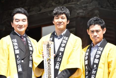 映画『任侠学園』のヒット祈願イベントに出席した(左から)池田鉄洋、西島秀俊、伊藤淳史 (C)ORICON NewS inc.