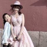 SNSに投稿された小嶋陽菜との2ショット写真=『そこの〇〇止まりなさい』(9月18日放送)で投稿者に事情聴取(写真提供:テレビ朝日)