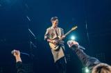キスマイに提供した「FREEZE」を演奏するMIYAVI(C)NHK