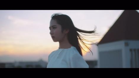 日向坂46上村ひなのソロ曲「みんなに一番好きだと言っていた小説のタイトルを思いだせない」MV場面カット