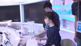 ニュースセンターの小芝風花=ドラマ『パラレル東京』は『NHKスペシャル「体感・首都直下型地震」DAY1〜DAY4(仮)』(12月2日〜5日※4夜連続)内で放送(C)NHK