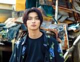 横浜流星写真集『流麗』(C)KADOKAWA