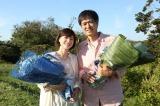 月9ドラマ『監察医 朝顔』の父娘がクランクアップ(左から)上野樹里、時任三郎(C)フジテレビ