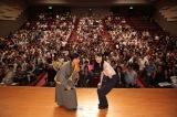 大河ドラマ「いだてん」トークリレー in 和歌山県橋本市に登壇した上白石萌歌(左)と佐々木ありさ(右)(C)NHK