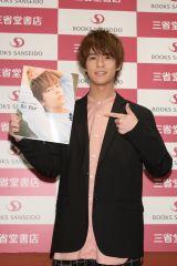1st写真集『So far』の発売記念イベントを開催した奥野壮