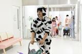 10月2日放送、ドラマスペシャル『最上の命医2019』恒例となった被り物シリーズ。今回は牛の着ぐるみ姿を披露する西條命役の斎藤工(C)テレビ東京