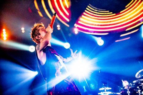 新潟でジャパンツアー初日を迎えたONE OK ROCK Photo by KAZUSHI HAMANO