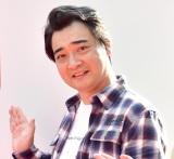 2日に1回は千葉の母親に連絡していると明かしたジャングルポケット・斉藤慎二=『Yahoo!ネット募金』15周年企画『53億円募金箱』のお披露目式 (C)ORICON NewS inc.