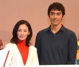 阿部寛(右)の夢はインド映画出演にイジって笑いを誘った吉田羊(左)(C)ORICON NewS inc.