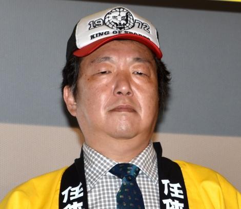 映画『任侠学園』の初日舞台あいさつに出席した木村ひさし監督