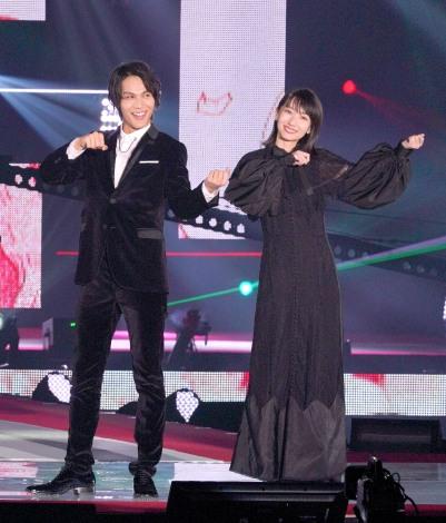 『Rakuten GirlsAward 2019 AUTUMN/WINTER』に登場した(左から)中川大志、波瑠 (C)ORICON NewS inc.