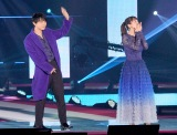 『Rakuten GirlsAward 2019 AUTUMN/WINTER』に登場した(左から)吉沢亮、吉岡里帆 (C)ORICON NewS inc.