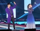 『Rakuten GirlsAward 2019 AUTUMN/WINTER』に登場した(左から)吉沢亮、吉岡里帆 (C)ORICON NewS inc.A7R01076