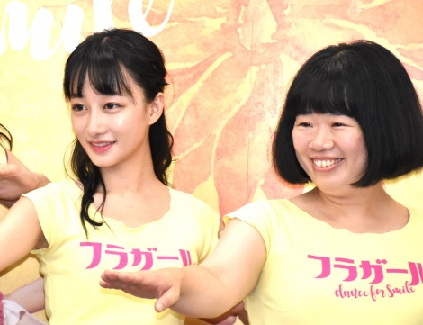 舞台『フラガール -dance for smile-』の取材会に出席した(左から)福島雪菜、伊藤修子 (C)ORICON NewS inc.