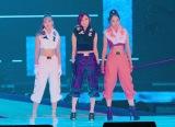 『Rakuten GirlsAward 2019 AUTUMN/WINTER』に登場した(左から)藤田ニコル、志田愛佳、Niki (C)ORICON NewS inc.
