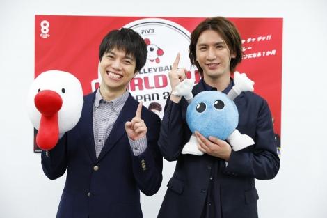 『FIVBワールドカップバレーボール2019』の記者会見に出席したジャニーズWEST(左から)重岡大毅、藤井流星