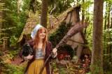 """人里離れた小さな家で暮らす""""小さい魔女""""と相棒・アブラクサスのメインカット"""