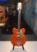 『細野晴臣デビュー50周年記念展「細野観光 1969 - 2019」』=グレッチのギター (C)ORICON NewS inc.