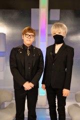 NHK総合で放送される『まふまふ特番』でHIKAKIN(左)と対談したまふまふ