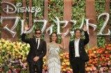 ディズニー映画『マレフィセント2』ジャパンプレミアのレッドカーペットイベントに登場した(左から)サム・ライリー、アンジェリーナ・ジョリー、MIYAVI