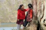 連続テレビ小説『スカーレット』第1週より。喜美子にあることをする照子(C)NHK