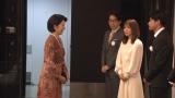 秋篠宮紀子さま(左)を迎える、右から森崎ウィン、松岡茉優、石川慶監督