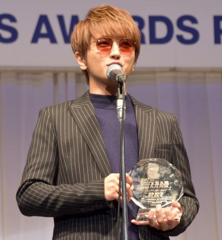 声帯手術公表後初の公の場に登場した西島隆弘=『第32回 日本 メガネ ベストドレッサー賞』の表彰式 (C)ORICON NewS inc.
