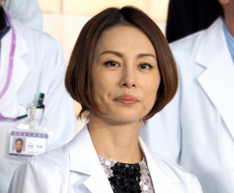 低髄液圧症候群を患っていたことを告白した米倉涼子=『ドクターX〜外科医・大門未知子〜』の制作発表会 (C)ORICON NewS inc.