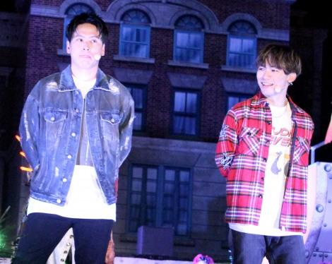 1000人とダンスをした(左から)山下健二郎、NAOTO=ユニバーサル・スタジオ・ジャパン「ゾンビ・デ・ダンス」スペシャルイベント (C)ORICON NewS inc.