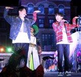 ユニバーサル・スタジオ・ジャパンの「ゾンビ・デ・ダンス」スペシャルイベントにサプライズ出演した(左から)山下健二郎、NAOTO (C)ORICON NewS inc.