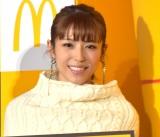 日本マクドナルドの『新プレミアムローストコーヒー リニューアル発表会』にゲストとして参加した若槻千夏