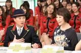 11日放送の『中居正広の金曜日のスマイルたちへ』に出演する中居正広と小松成美 (C)TBS