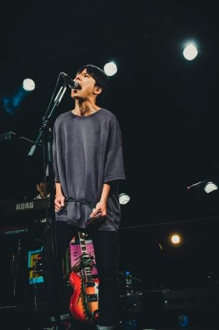 アルバム収録曲「ワレワレハニンゲンダ」と「アナグラ生活」を熱唱 Photo by タイコウクニヨシ