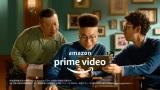 Amazon Prime Videoの新CM「ヘアサロン」篇  兄(左)の髪がボックスヘアに。