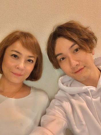 サムネイル 結婚を発表した佐藤仁美、細貝圭