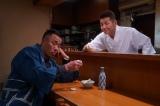 映画『太陽の家』に出演することが発表になった上田晋也(右)と長渕剛の共演シーン(C)2019映画「太陽の家」製作委員会