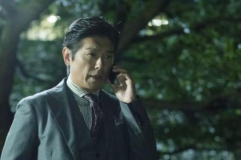 金曜8時のドラマ『特命刑事 カクホの女2』(10月18日スタート)第1話より。前作で逃げ延びた如月が再び百合子の目の前に? 今度は一体何を企んでいるのか…(C)テレビ東京
