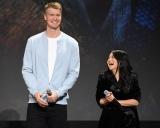 8月に開催された『D23 Expo 2019』で行われた『スター・ウォーズ/スカイウォーカーの夜明け』のプレゼンテーションに登壇したヨーナス・スオタモ、ケリー・マリー・トラン(C)2019 Getty Images