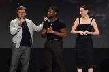 8月に開催された『D23 Expo 2019』で行われた『スター・ウォーズ/スカイウォーカーの夜明け』のプレゼンテーションに登壇したオスカー・アイザック、ジョン・ボイエガ、デイジー・リドリー(C)2019 Getty Images