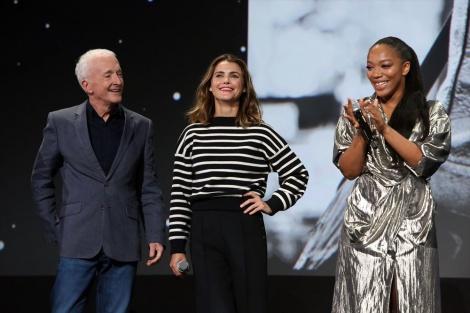 8月に開催された『D23 Expo 2019』で行われた『スター・ウォーズ/スカイウォーカーの夜明け』のプレゼンテーションに登壇したアンソニー・ダニエルズ、ケリー・ラッセル、ナオミ・アッキー(C)2019 Getty Images